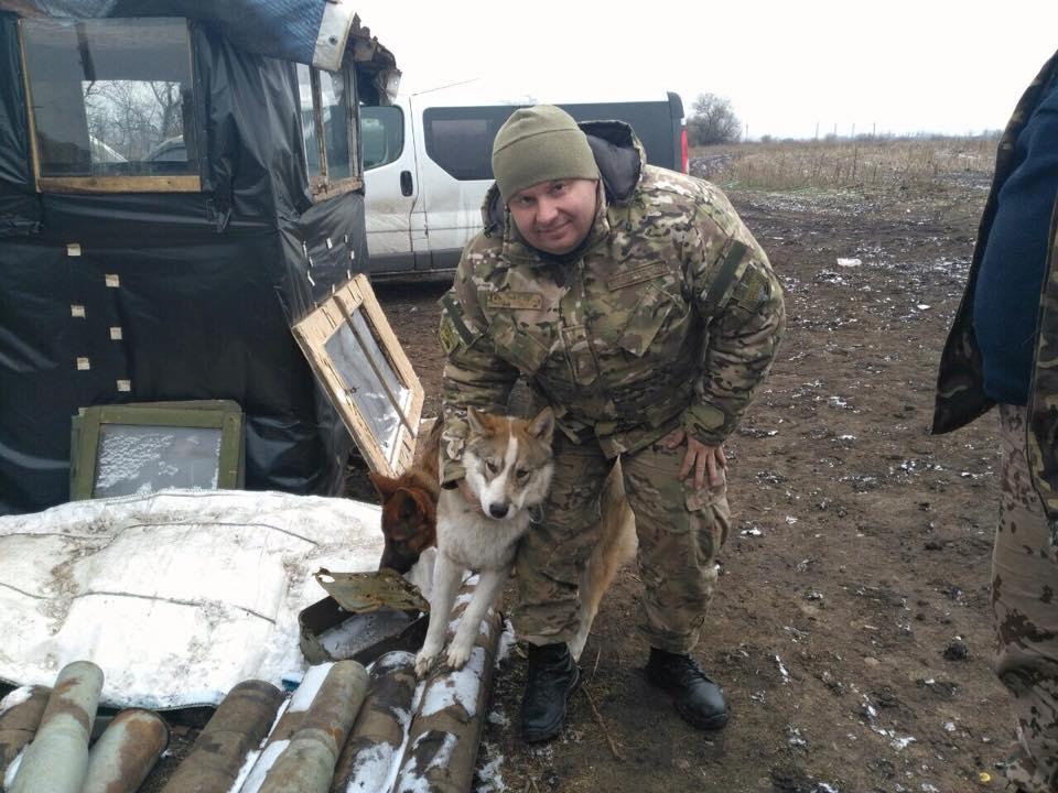 Чим займаються на Донбасі найкращі друзі бійців АТО - 10 - фото 7