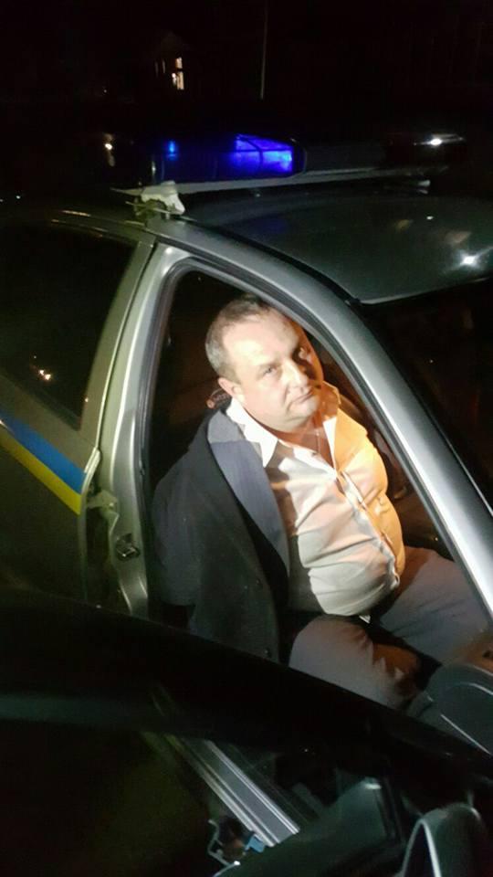 П'яний вінницький поліцейський бився головою об скло автомобіля - фото 1