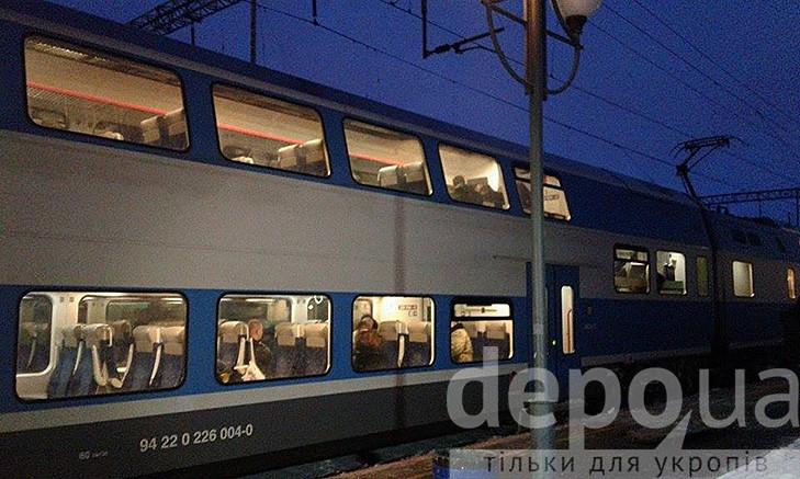 """Двоповерховий потяг """"Шкода"""", в якому зарізали пасажира, досі стоїть у Вінниці - фото 3"""