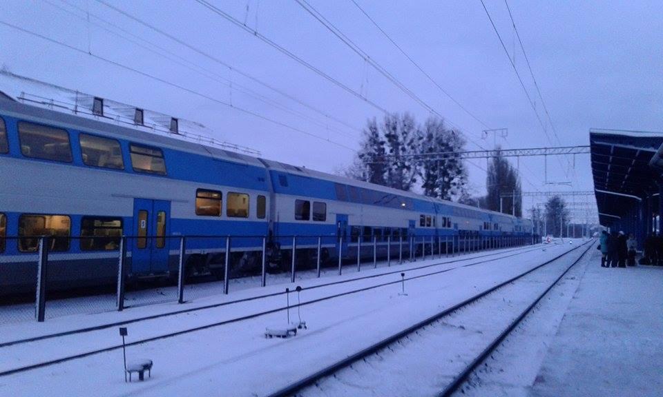"""Двоповерховий потяг """"Шкода"""", в якому зарізали пасажира, досі стоїть у Вінниці - фото 2"""