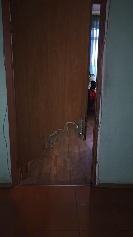 Миколаївським медикам довелося вибити двері, рятуючи дівчину під наркотиками