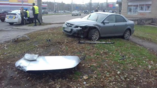 На Салтівці авто протаранило легковик: постраждав пішохід і кілька пасажирів (ФОТО) - фото 1