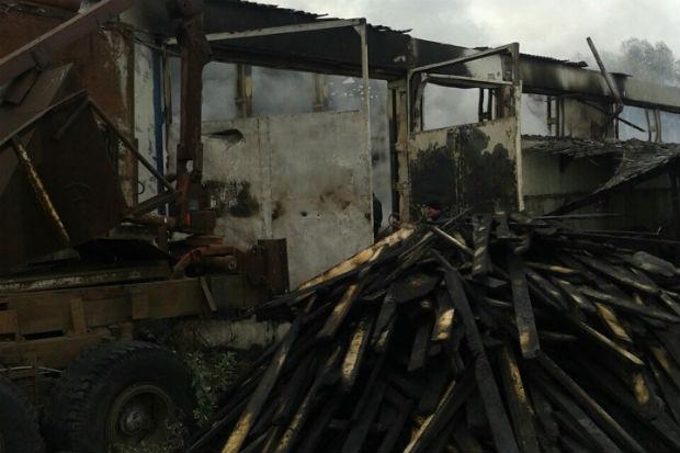 Під Харковом згорів склад будматеріалів та деревини - фото 2