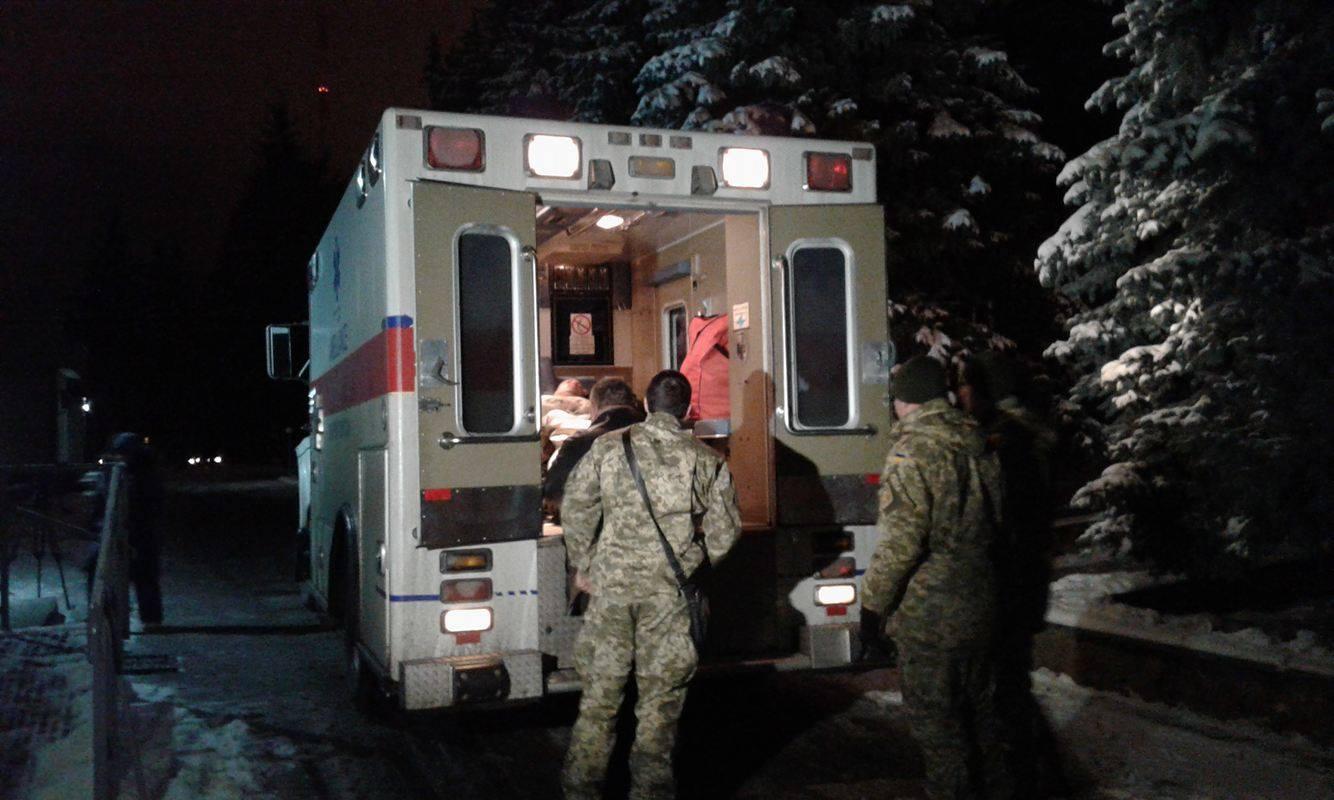 Сапера, якому найбільше дісталося під час вибуху на полігоні в Кам'янці-Подільському, доправлено до Вінниці - фото 1