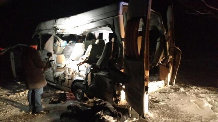Біля Дніпра маршрутка потрапила в ДТП: п'ятеро загиблих - фото 2