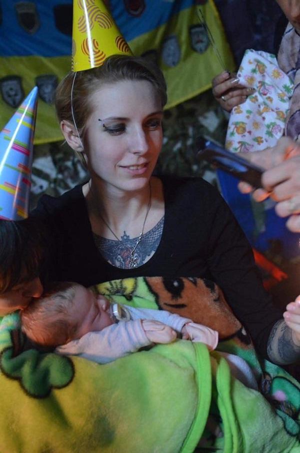 Госпітальєрка Зінкевич показала свою місячну доньку - фото 1
