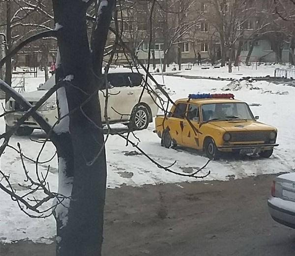 """Мешканці Дніпра наряджають автівки у """"маскарадні костюми"""" - фото 1"""