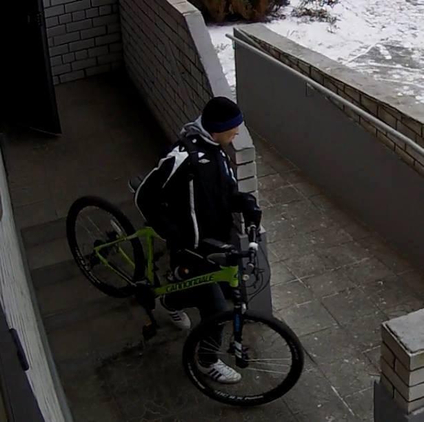 В дружини загиблого кіборга-десантника вкрали велосипед - фото 1