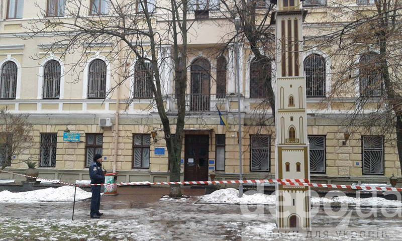 У Вінницьому міському суді шукають вибухівку - фото 6