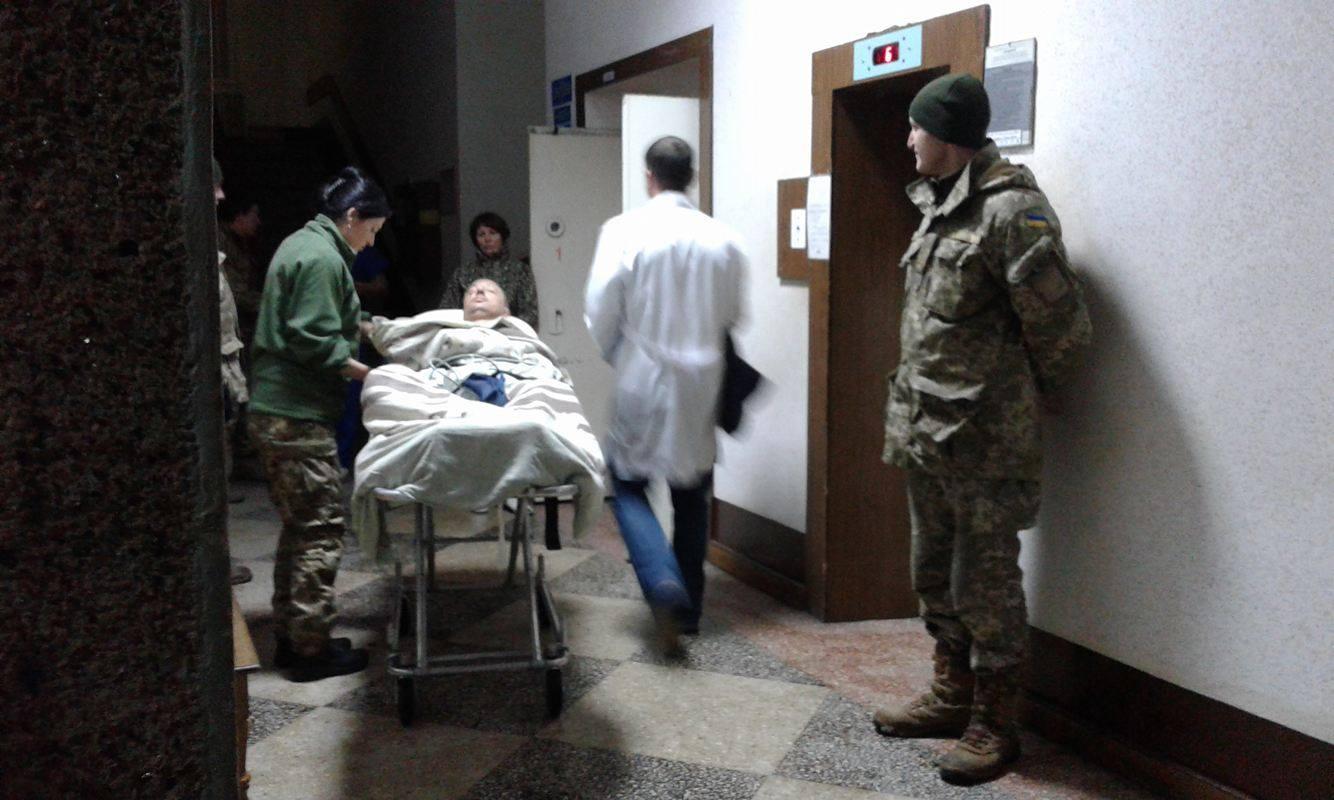 Сапера, якому найбільше дісталося під час вибуху на полігоні в Кам'янці-Подільському, доправлено до Вінниці - фото 3