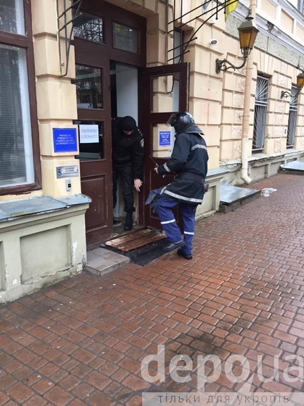 У Вінницьому міському суді шукають вибухівку - фото 5