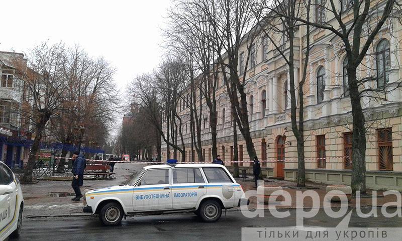 У Вінницьому міському суді шукають вибухівку - фото 4