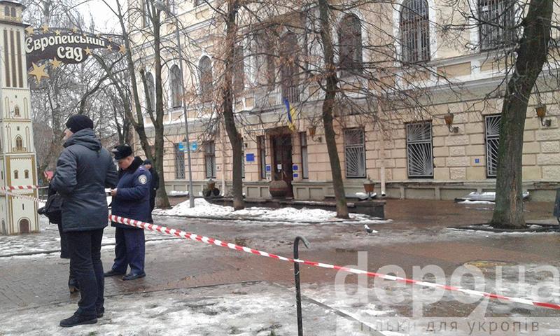 У Вінницьому міському суді шукають вибухівку - фото 2