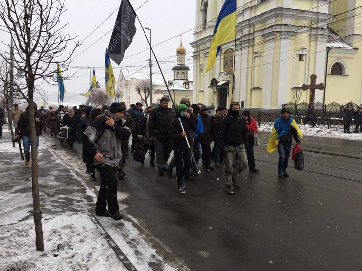 Хорт і його група підтримки пішли мітингувати до Вінницької ОДА - фото 2