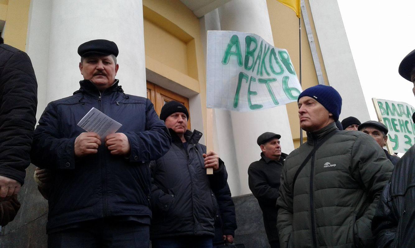Коровій не переконав ветеранів міліції: Мітингувальники пішли до Педоса - фото 2