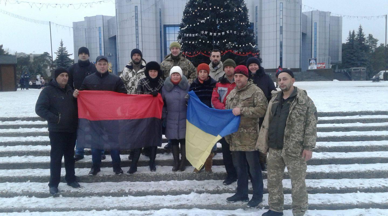 В Горішніх Плавнях співочих сталіністів ледь не напоїли кров'ю (ФОТО, ВІДЕО) - фото 1