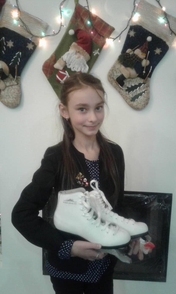"""Юна вінницька волонтерка продає подарунок """"від Миколая"""", щоб допомогти пораненим бійцям  - фото 1"""