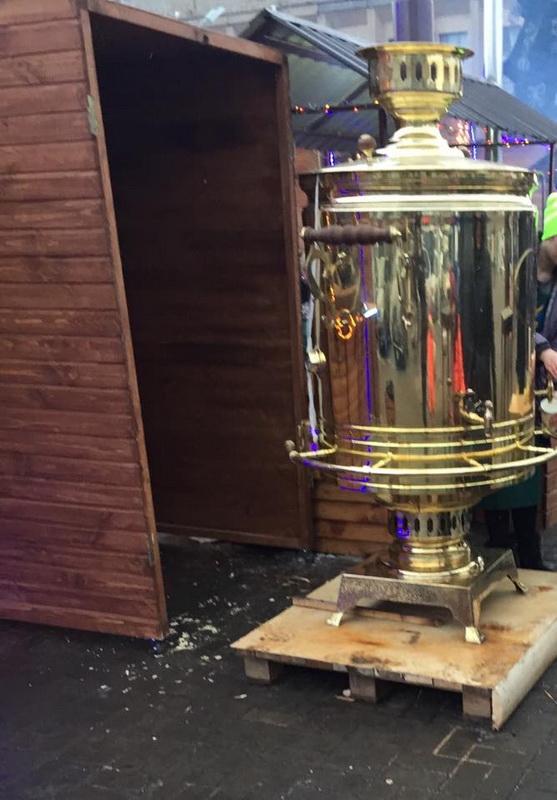 У Кам'янському на відкритті ялинки продавали безкоштовний чай - фото 1