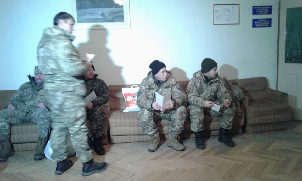 """До Вінниці прилетів """"борт"""" з пораненими військовими - фото 4"""
