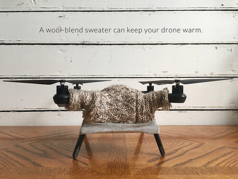 Американка шиє светри для дронів, щоб вони не мерзли - фото 1
