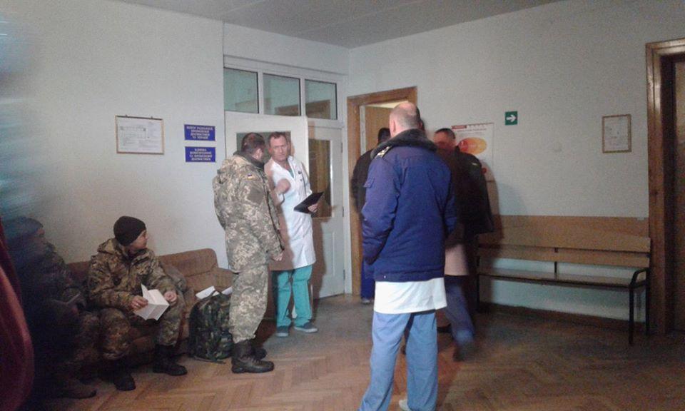 """До Вінниці прилетів """"борт"""" з пораненими військовими - фото 2"""