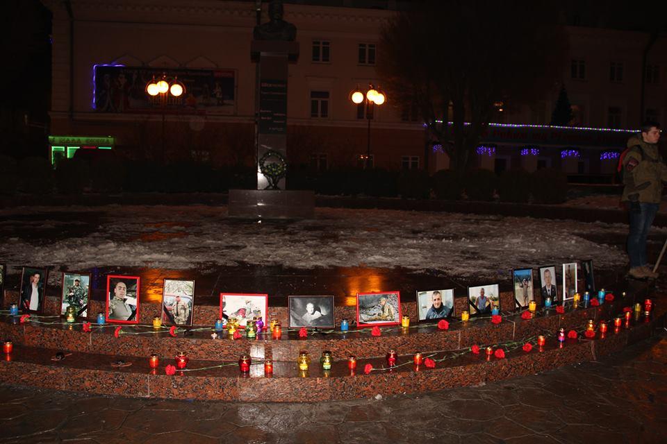 Загиблих на Світлоградській дузі пом'янули у Вінниці - фото 2