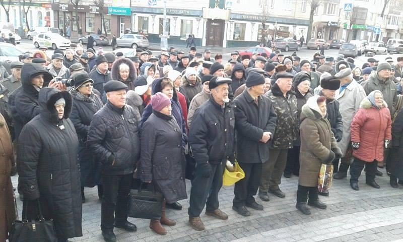 """Малиновський і його бабусі змінили """"майданчик: Тепер пікетують не міську раду, а облдержадміністрацію - фото 7"""