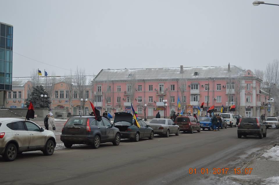У Бердянську на честь дня народження Бандери влаштували автопробіг - фото 1