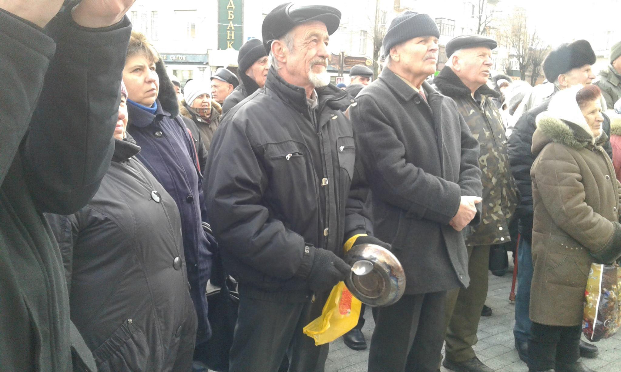 """Малиновський і його бабусі змінили """"майданчик: Тепер пікетують не міську раду, а облдержадміністрацію - фото 6"""