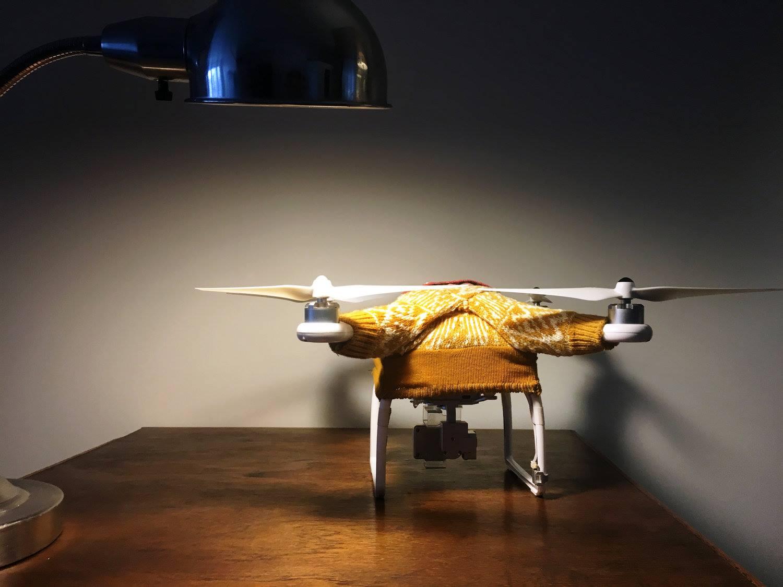 Американка шиє светри для дронів, щоб вони не мерзли - фото 3