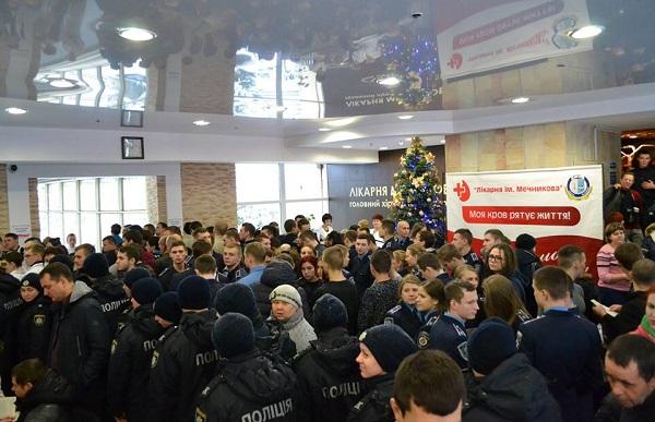 Лікарі Мечникова привітали Україну зі святами і розповіли про врятованих Героїв  - фото 1