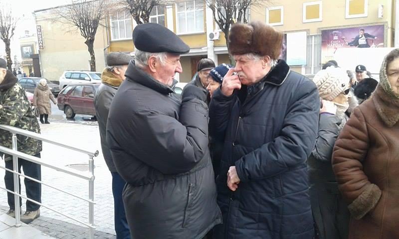"""Малиновський і його бабусі змінили """"майданчик: Тепер пікетують не міську раду, а облдержадміністрацію - фото 4"""
