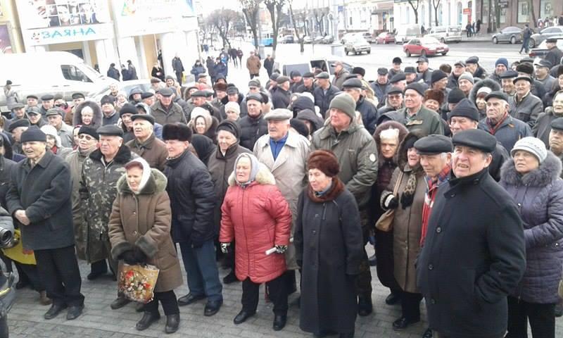 """Малиновський і його бабусі змінили """"майданчик: Тепер пікетують не міську раду, а облдержадміністрацію - фото 2"""