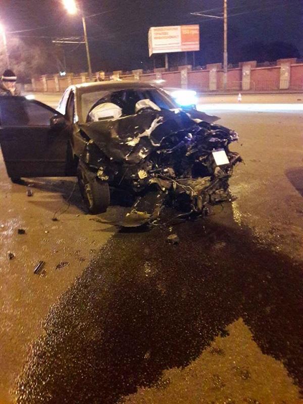 У Дніпрі на Слобожанському проспекті сталося лобове зіткнення автівок  - фото 1