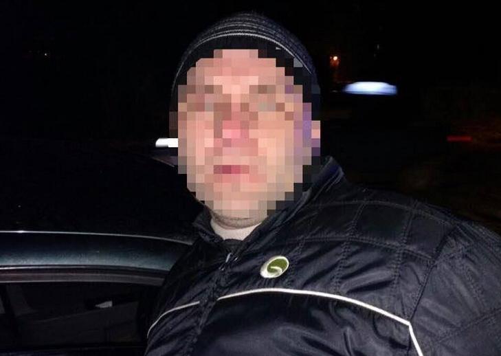 У Дніпрі рятують пораненого сокирою поліцейського - фото 2