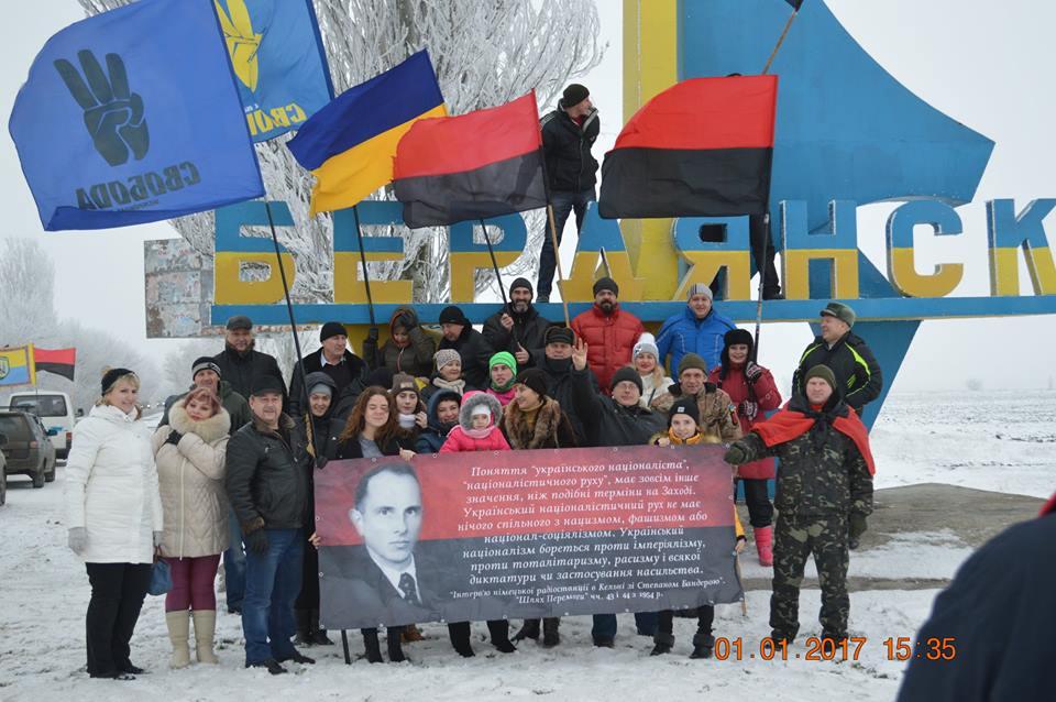 У Бердянську на честь дня народження Бандери влаштували автопробіг - фото 3