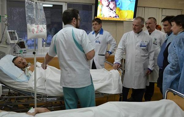 У Дніпрі голові МЗС Клімкіну показали у лікарні Мечникова найтяжчих поранених - фото 1