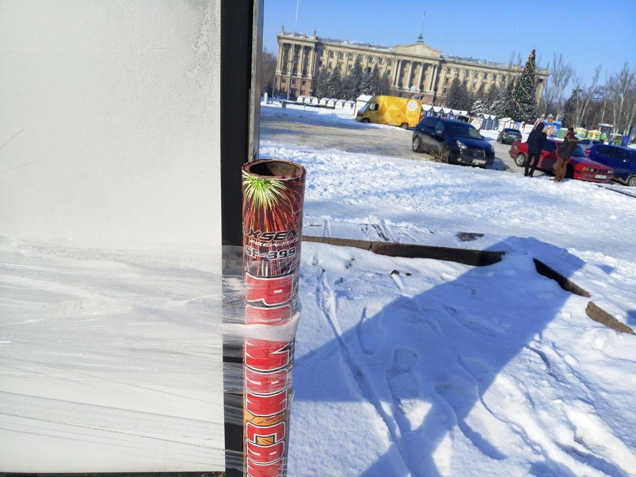 У Миколаєві причепили фейерверки на табличці Майдану