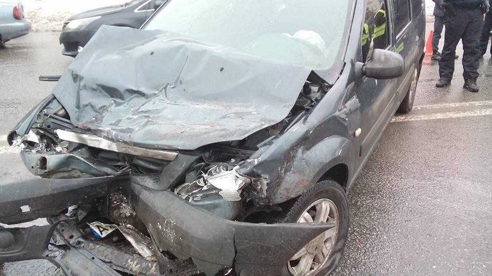 У Харкові авто не поділили дорогу (ФОТО)  - фото 1