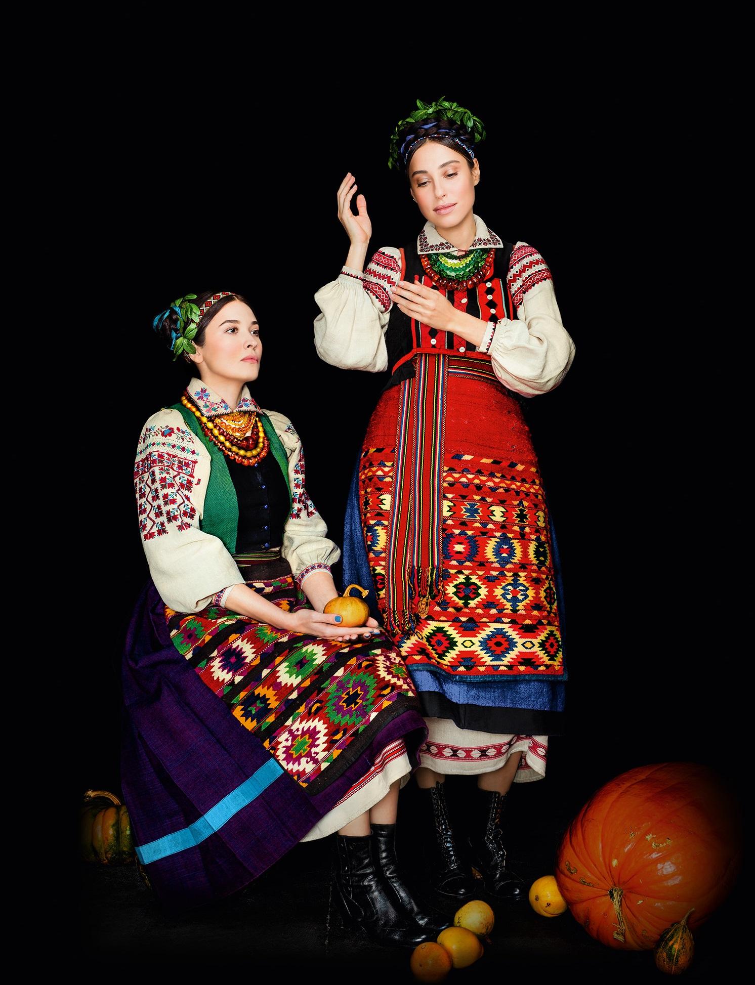 Кароль, Фреймут, Єфросиніна вбралися у розкішне українське вбрання - фото 5