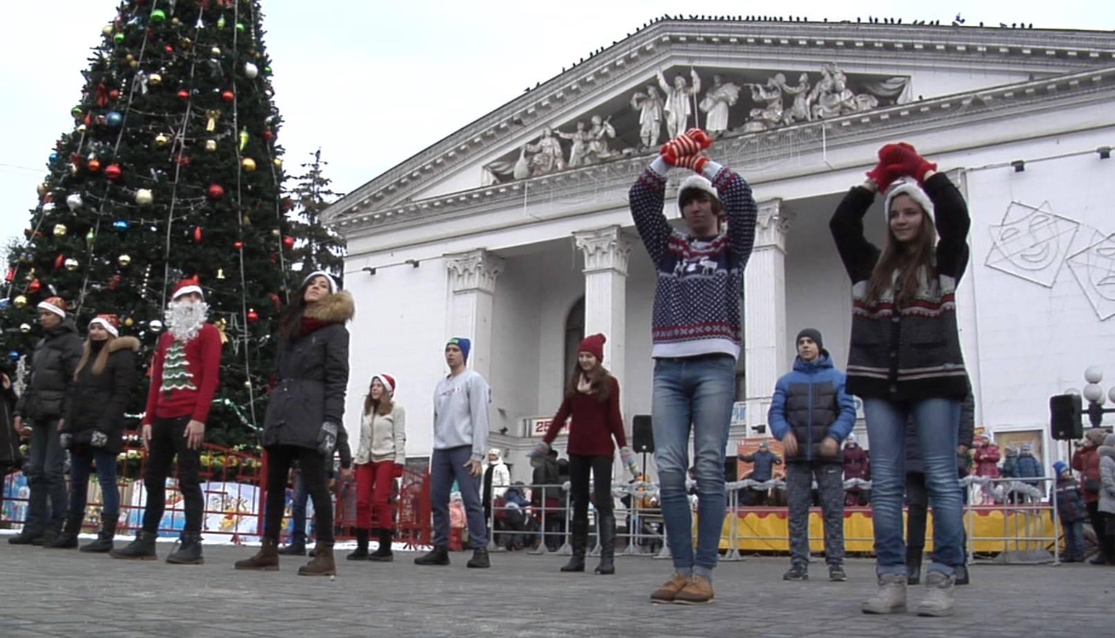 Як у Маріуполі щедрував вертеп зі Львова (ФОТО) - фото 5