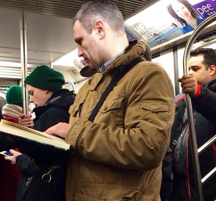 Порошенко, Обама, Путін... Кого ще можно зустріти у метро (ФОТОЖАБИ) - фото 1