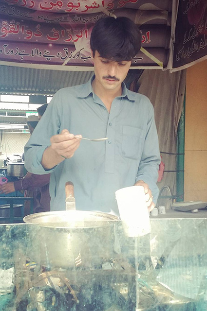 18-річний блакитноокий продавець чаю з Пакистану став зіркою соцмереж - фото 3