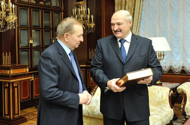 Лукашенко підсунув Кучмі півня у Мінську - фото 2