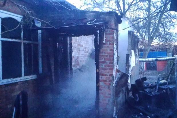 На Харківщині палав приватний будинок: дитина отруїлася чадним газом - фото 1