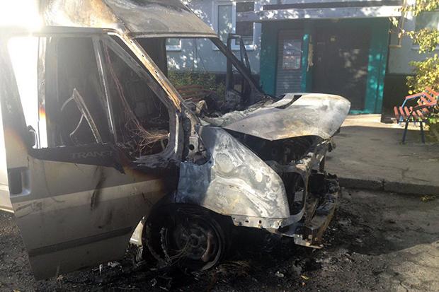 У Харкові пожежні вночі ліквідували загоряння двох автомобілів - фото 3