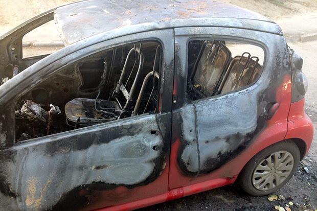У Харкові пожежні вночі ліквідували загоряння двох автомобілів - фото 2