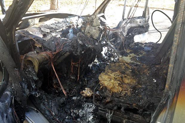 У Харкові пожежні вночі ліквідували загоряння двох автомобілів - фото 1
