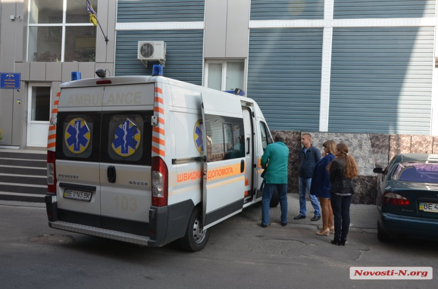 На Миколаївщині депутату райради, що попався на хабарі, стало погано на суді