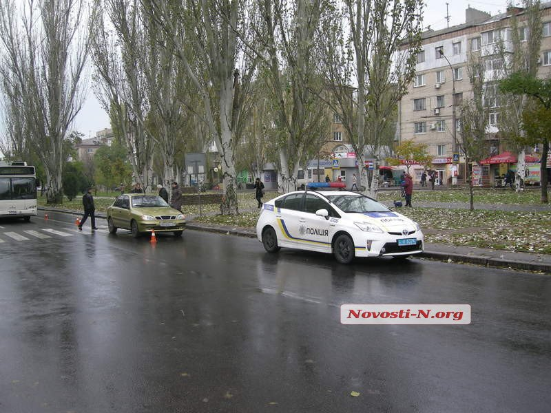 """У Миколаєві Lanos збив на """"зебрі"""" 20-річну дівчину"""